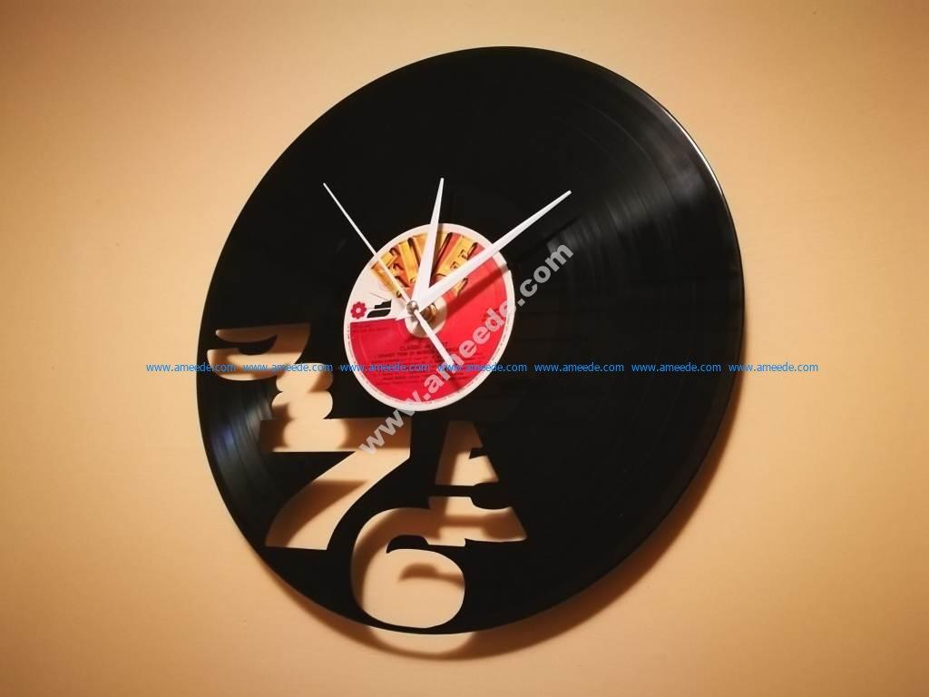 Numeri Tagliati Clock