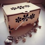 Women is jewelry carrying case to the table